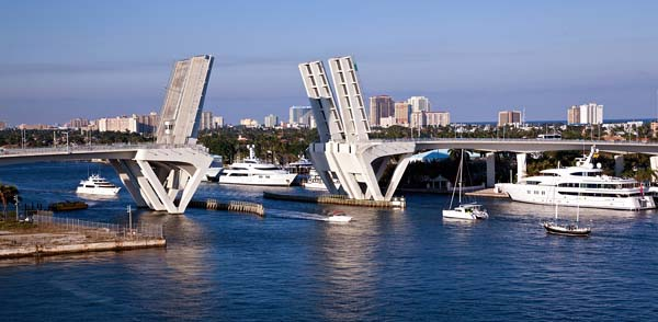 Contact Crewfinders in Fort Lauderale Florida for Yacht Crew